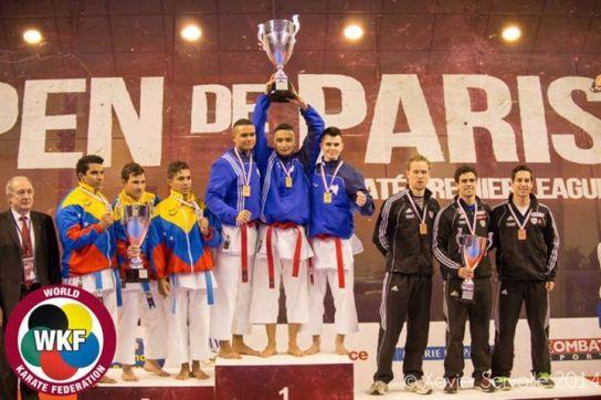 La jeune équipe de France emmenée par Lucas sur la plus haute marche du podium